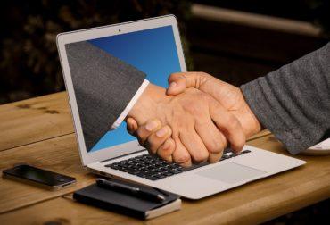 handshake-3382504_1280